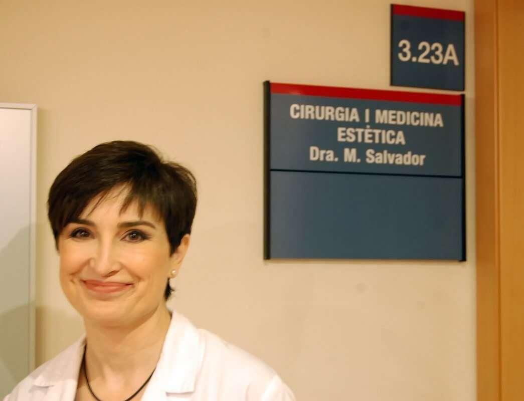 Dra Salvador en su consulta